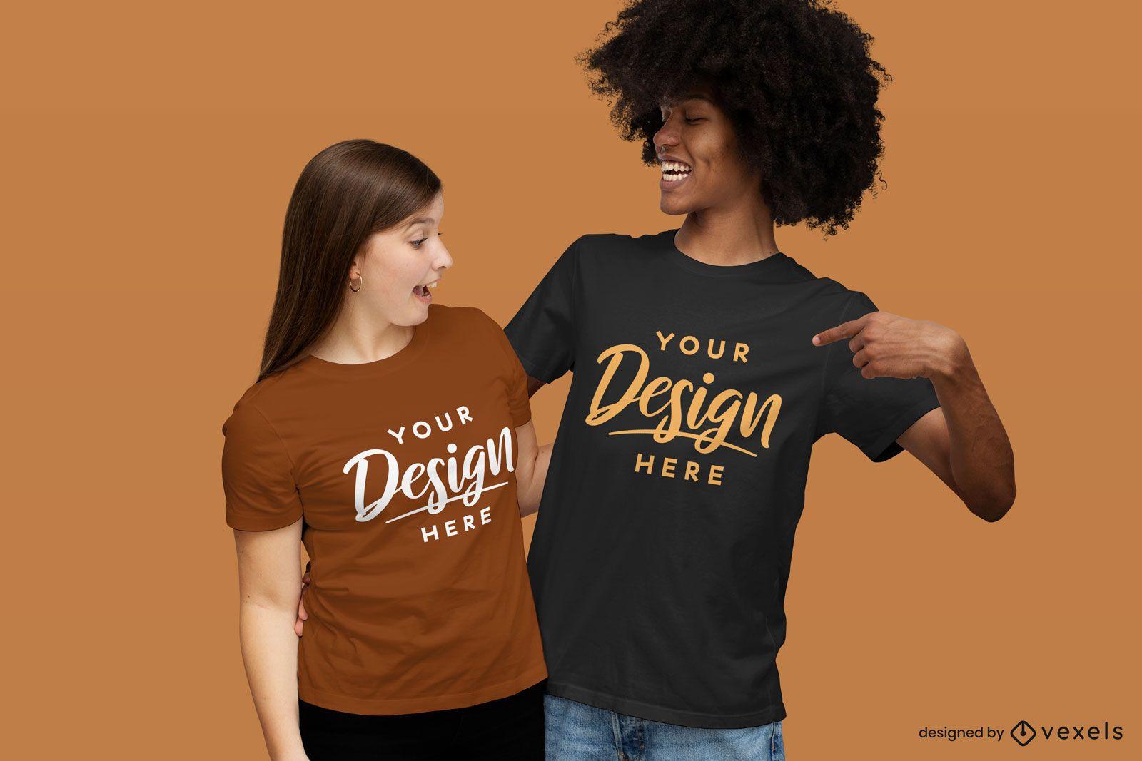 Casal sorrindo maquete de camiseta
