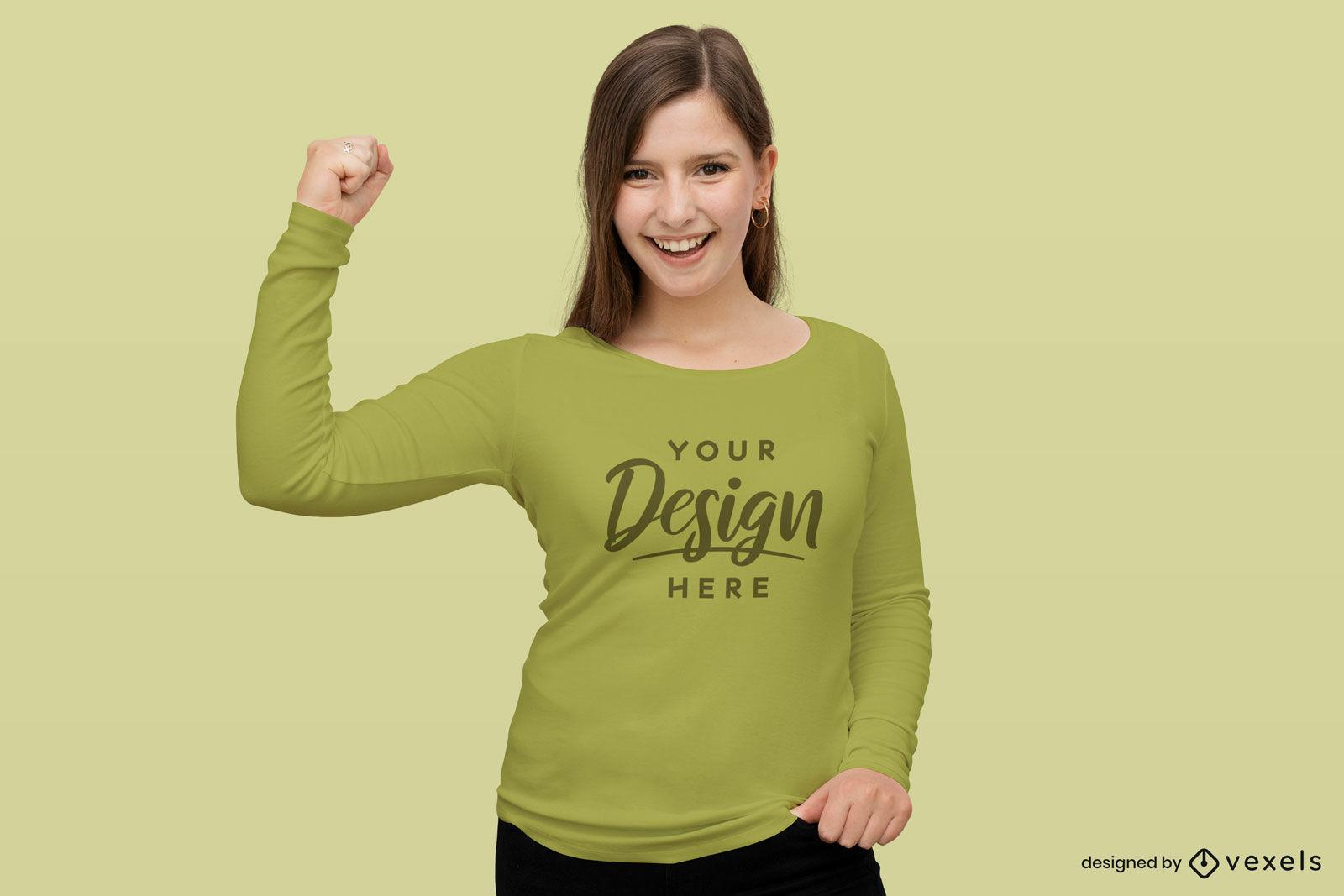 Maquete de camisa de manga comprida de mulher feliz