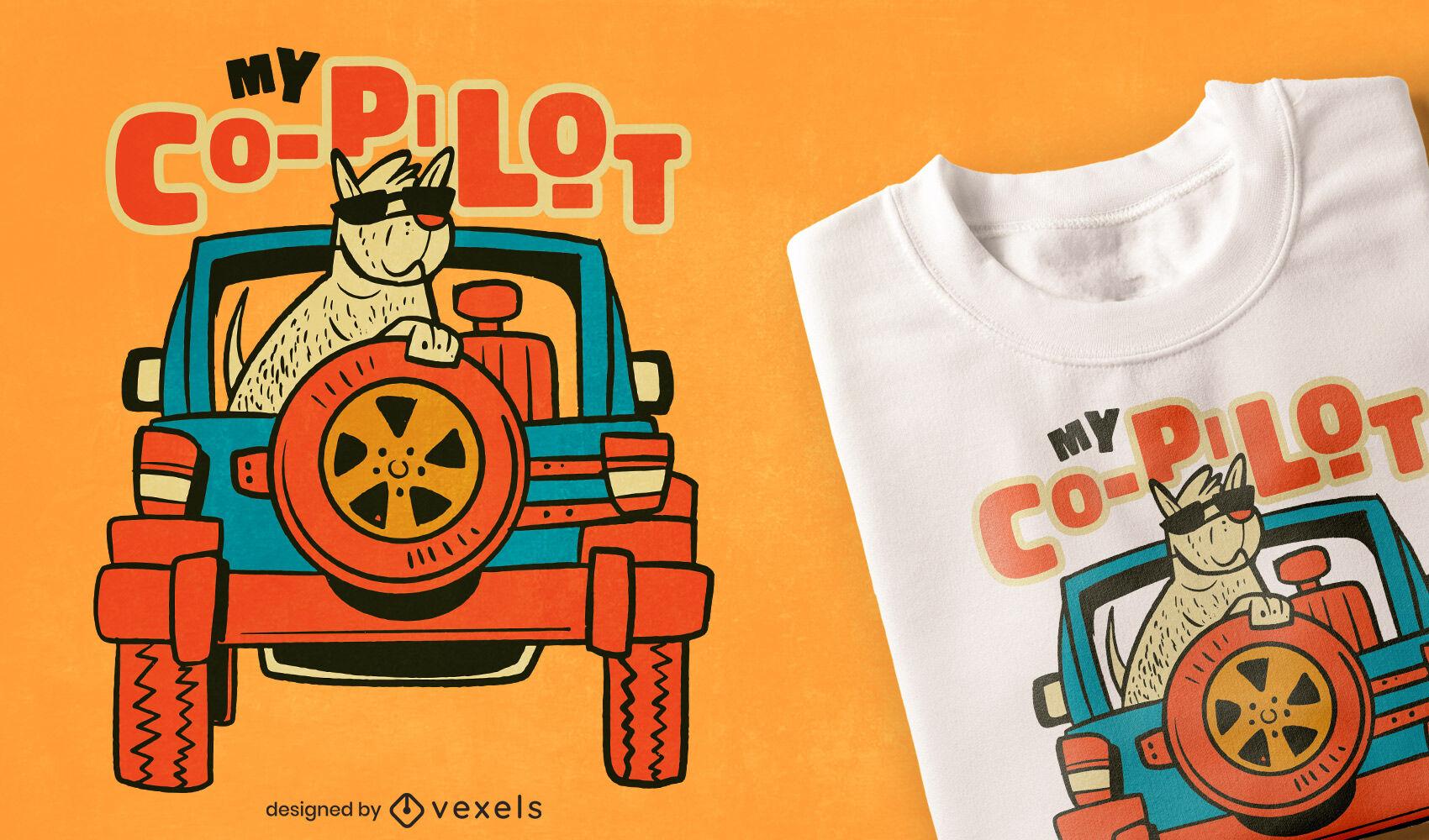 Perro copiloto en diseño de camiseta de coche.