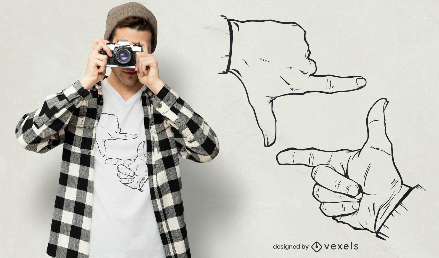 Design fotográfico de t-shirt com as mãos