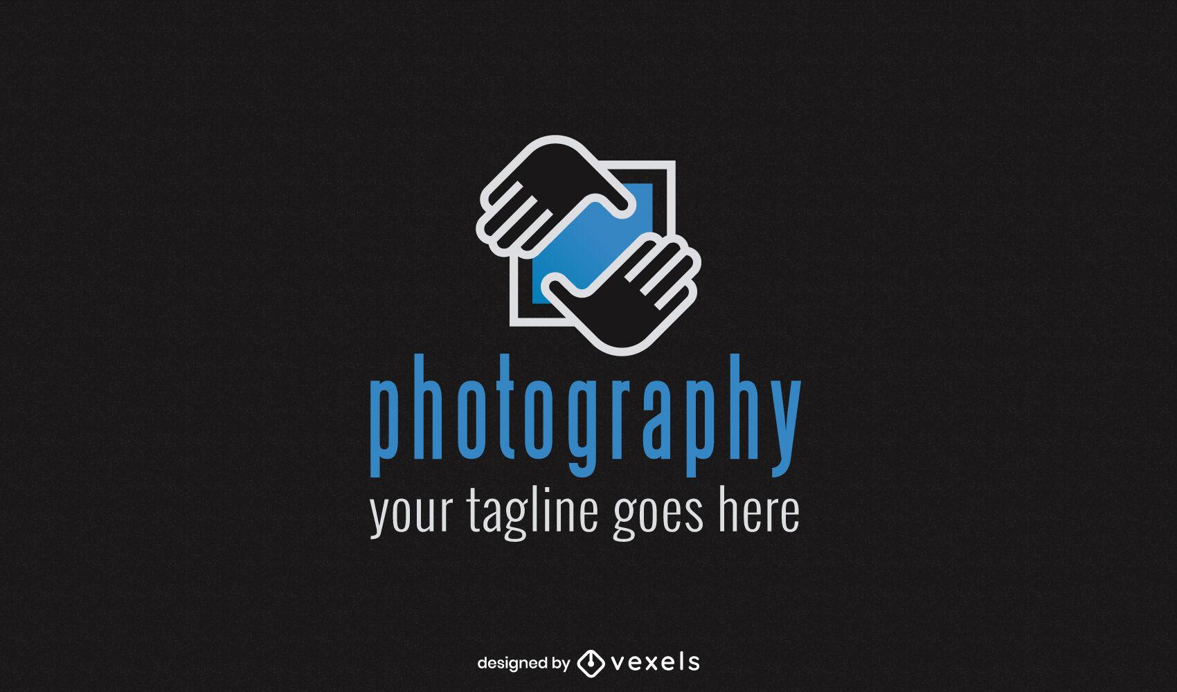 Manos enmarcando el diseño del logotipo de la fotografía.