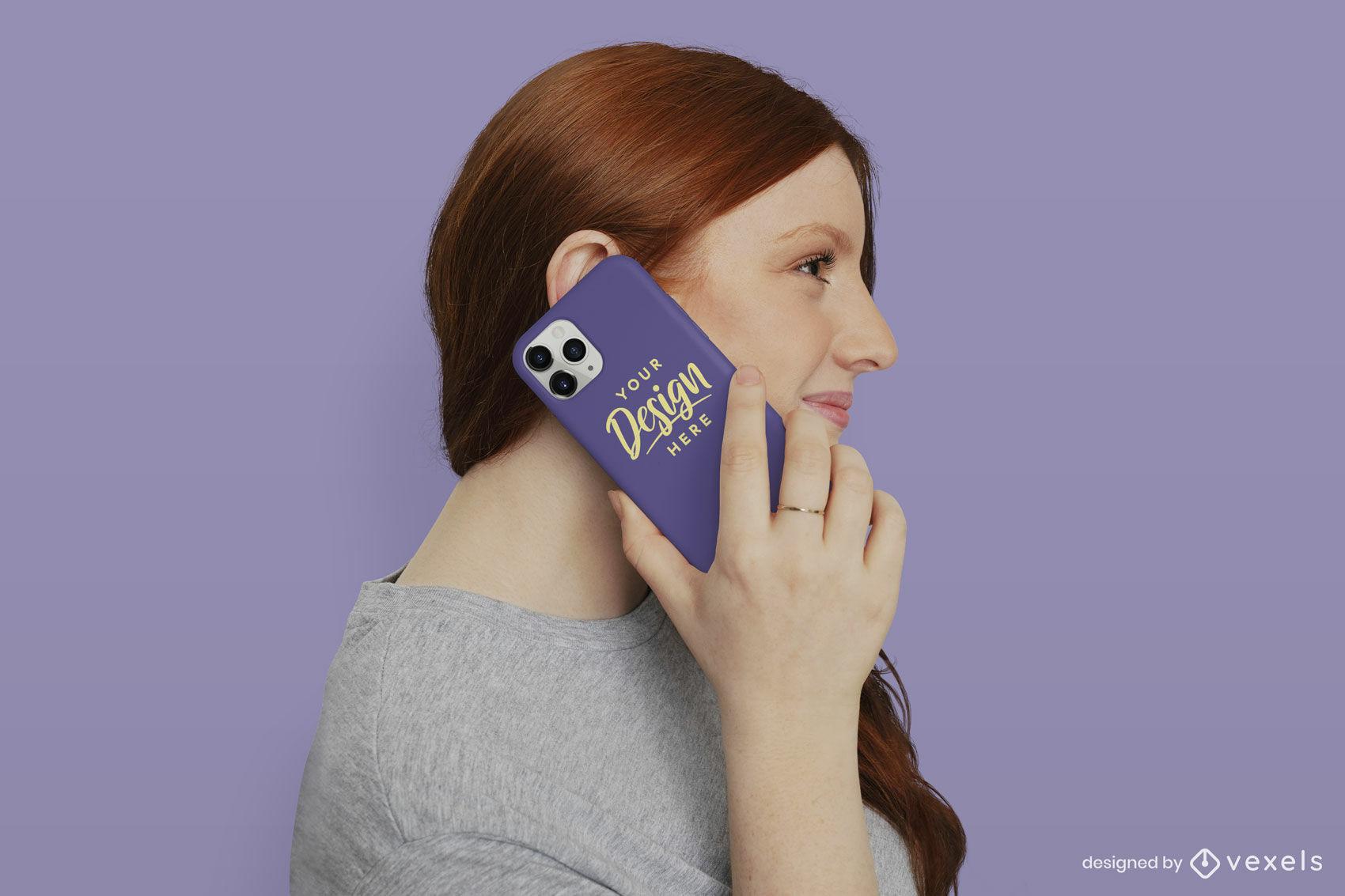 Maquete de capa de telefone com fundo sólido de ruiva