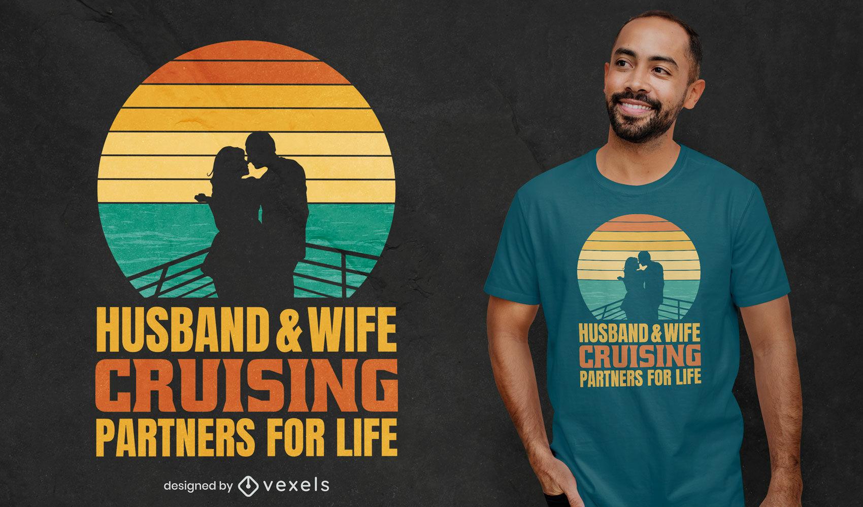 Casal apaixonado navegando com design retrô de camiseta