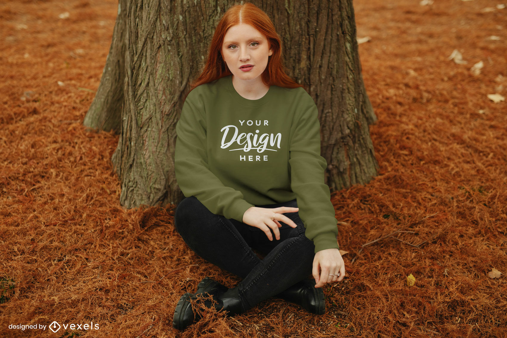 Chica en maqueta de bosque de otoño de sudadera