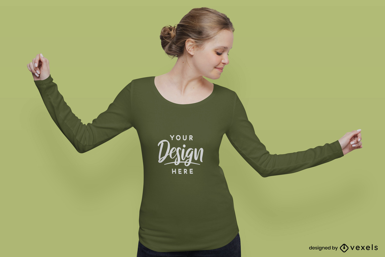 Chica en maqueta de camiseta verde de manga larga