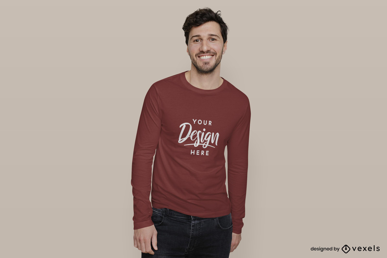Hombre en maqueta de camiseta roja de manga larga