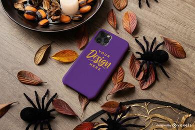 Estuche de teléfono morado en maqueta de composición de halloween