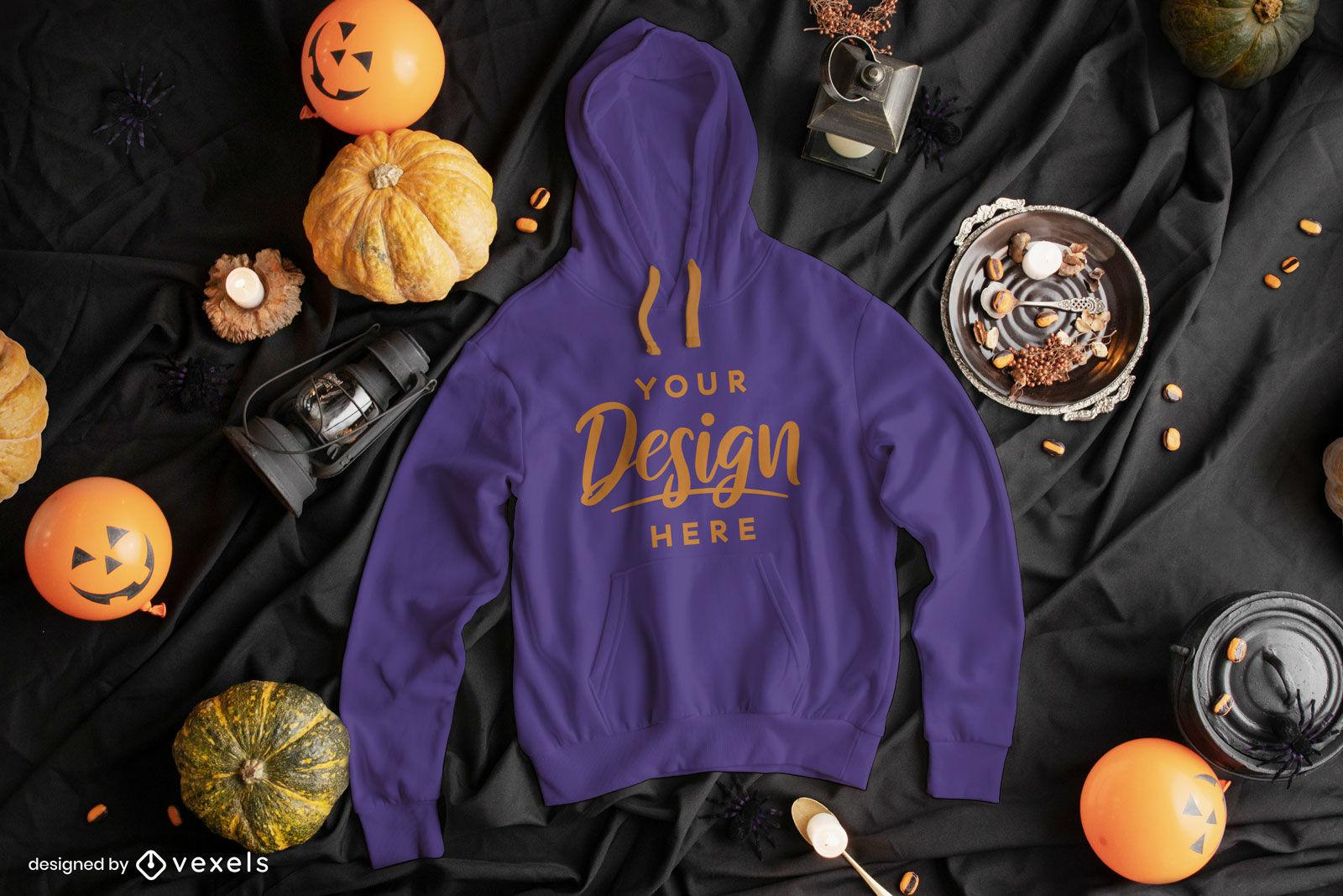 Maqueta de sudadera con capucha azul en composición de halloween