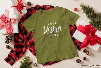 Maqueta de camiseta verde navideña sobre camisa