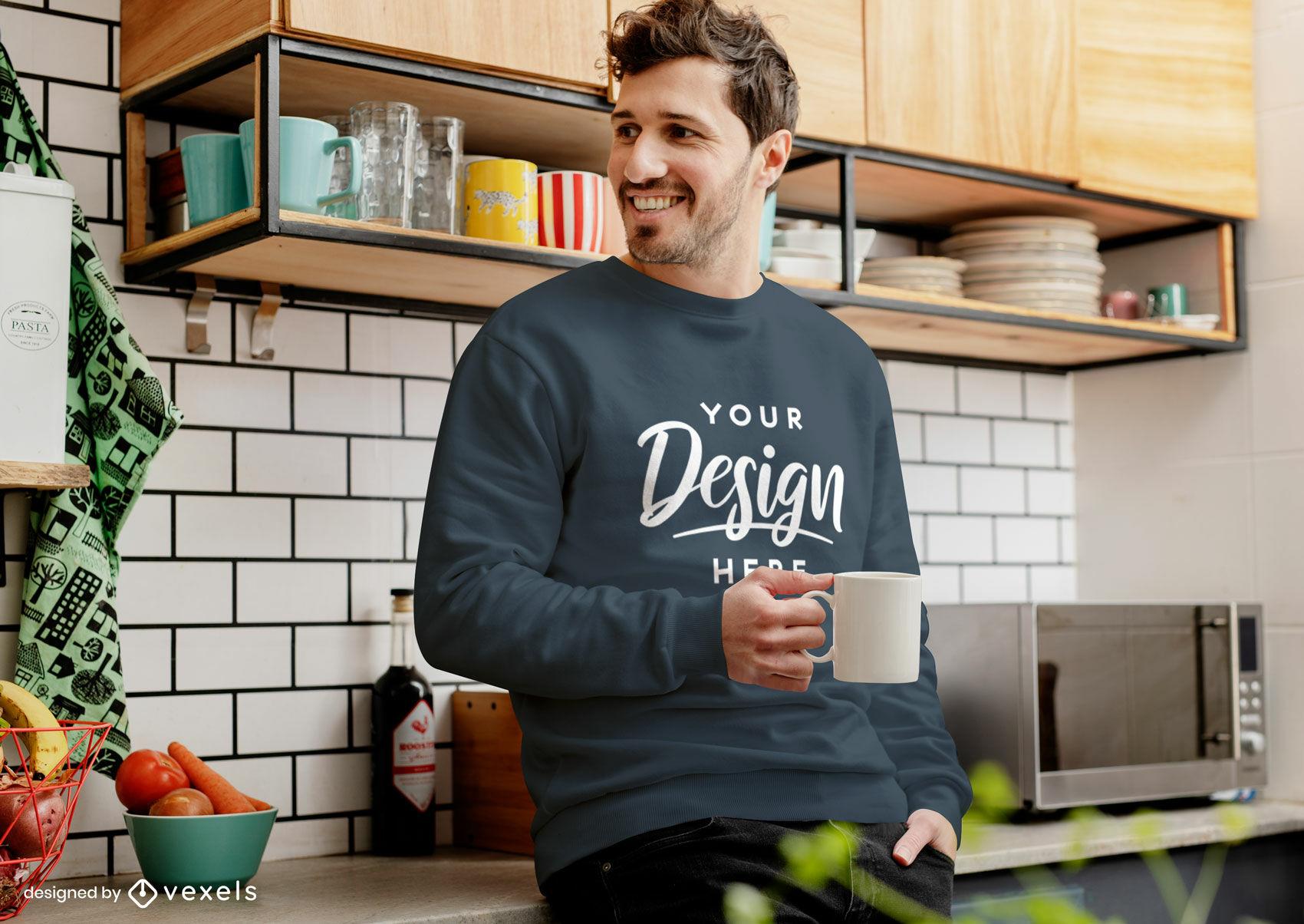Maquete de moletom azul escuro homem na cozinha com café