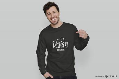 Schwarzes Sweatshirt-Mannmodell in weißem Hintergrund