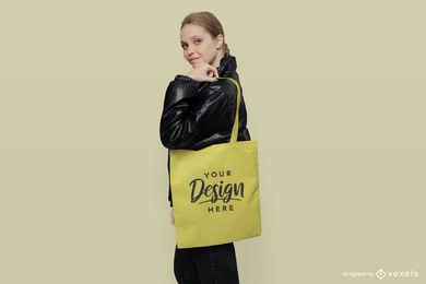 Gelbe Tragetasche Mädchen im schwarzen Jackenmodell