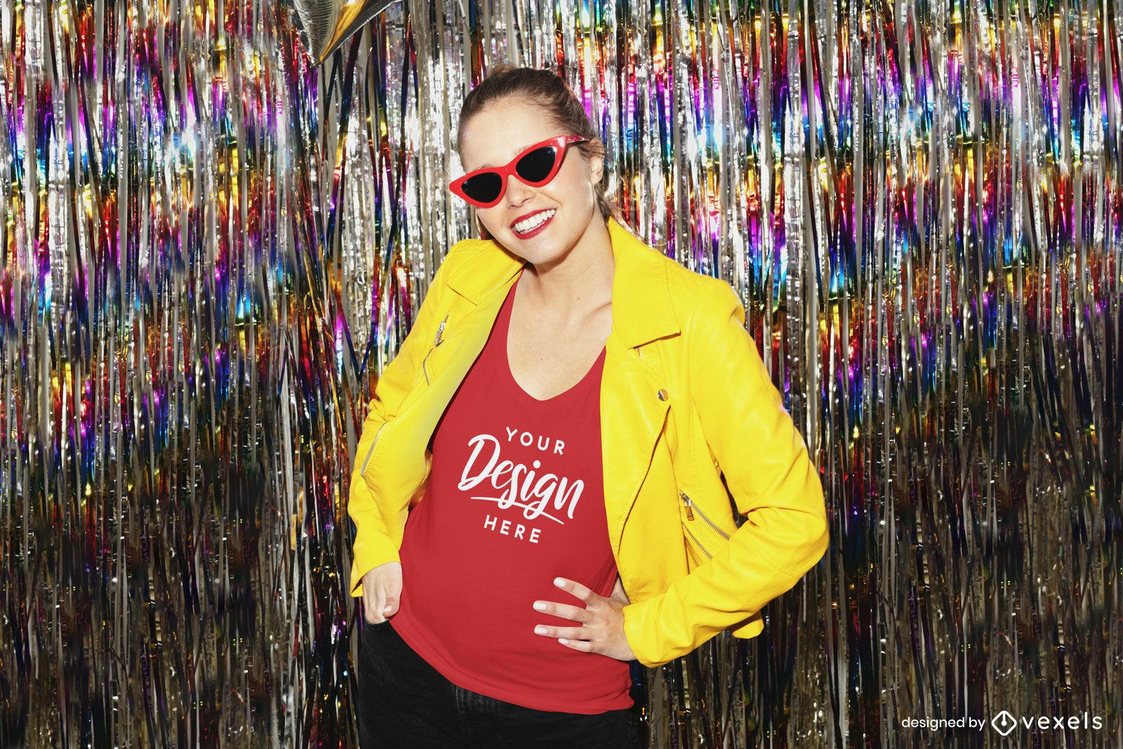 Garota de camiseta vermelha em maquete de fundo de festa de jaqueta amarela