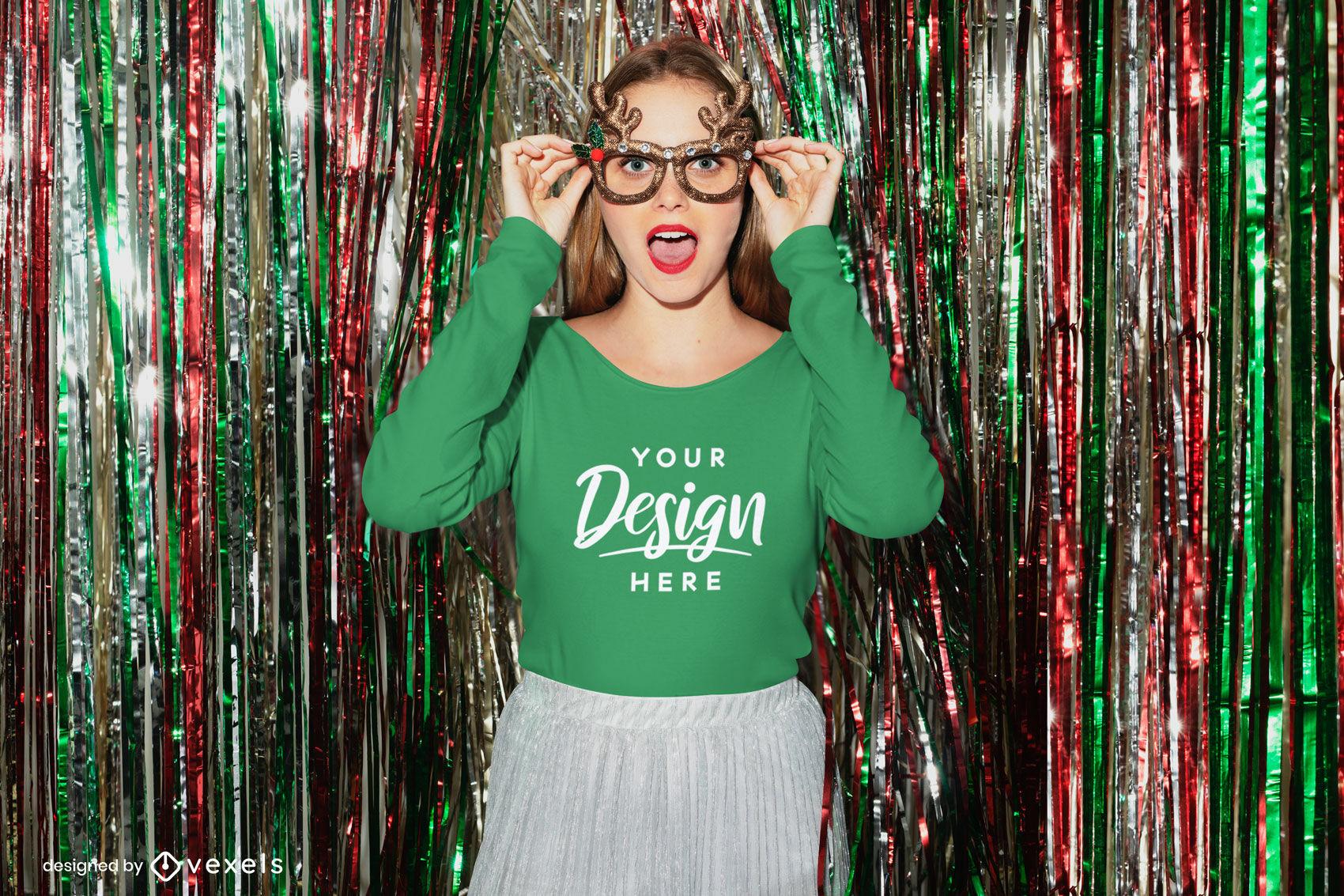 Chica con gafas de navidad maqueta de camiseta de manga larga