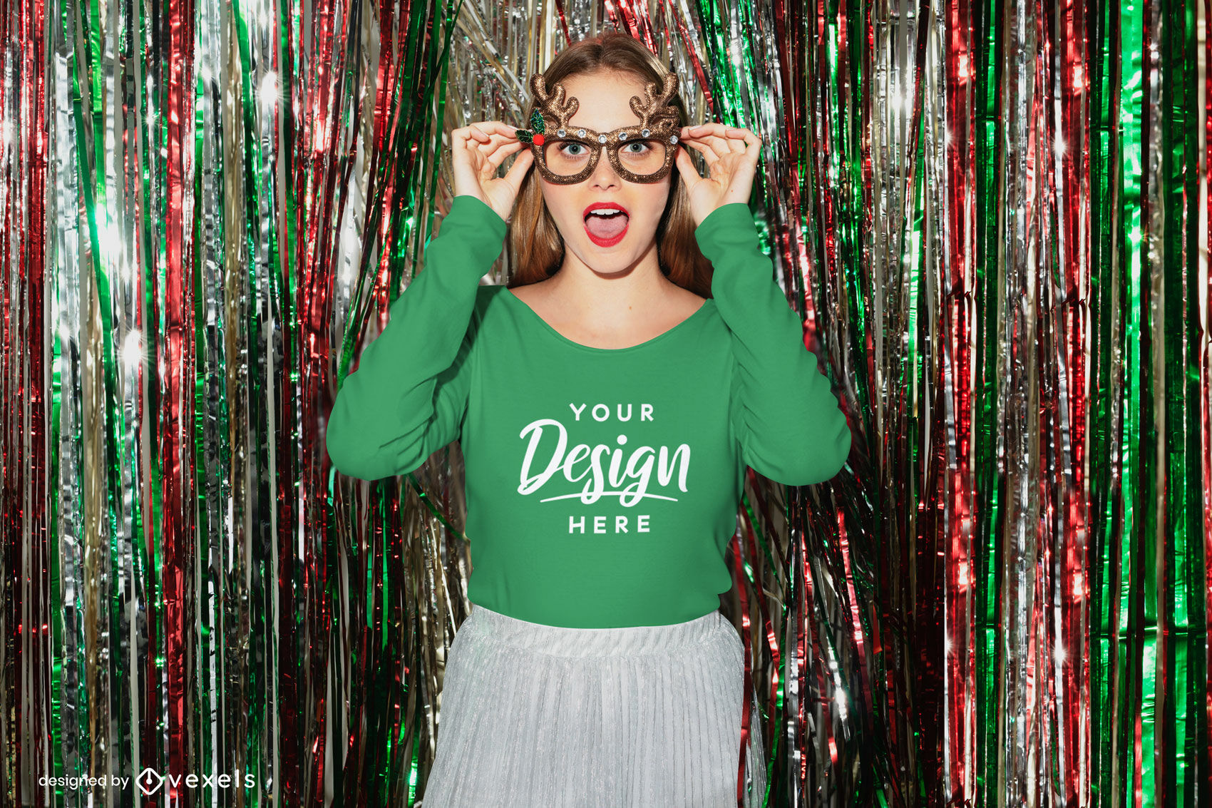 Garota com óculos de natal maquete de camiseta de manga comprida