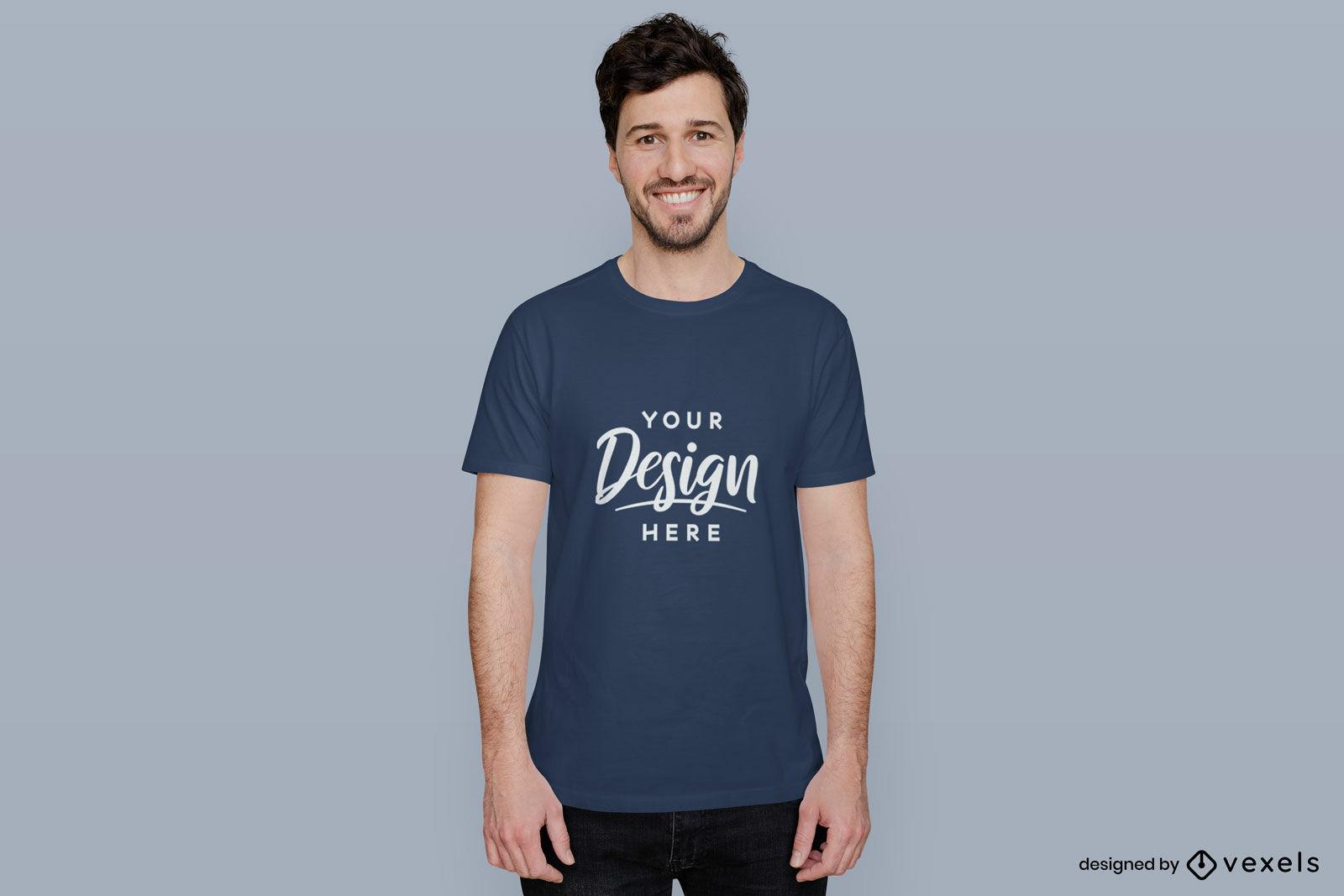 Maquete de homem de camiseta azul em fundo plano