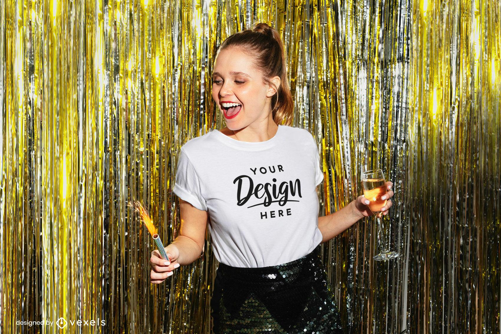 Garota de camiseta branca em maquete de festa