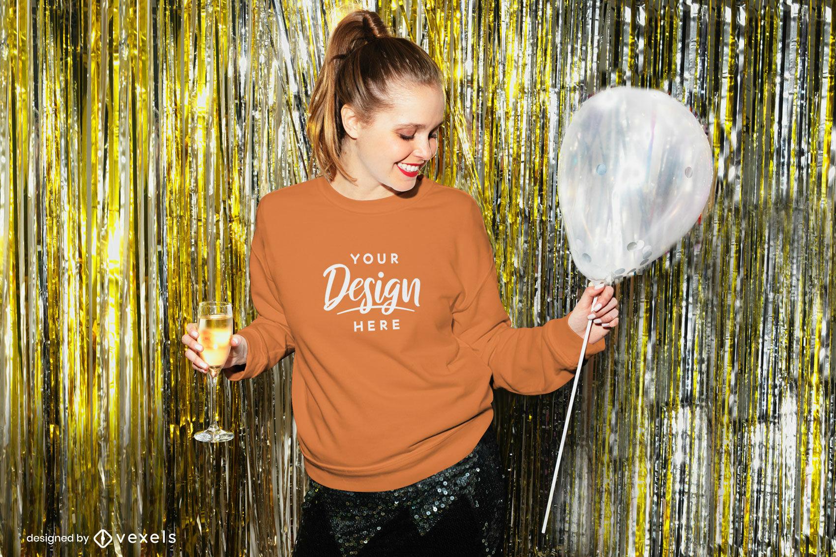 Chica sudadera naranja en maqueta de fiesta