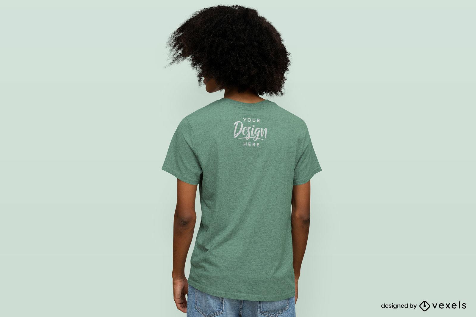 Mann rückwärts im einfarbigen T-Shirt-Mockup