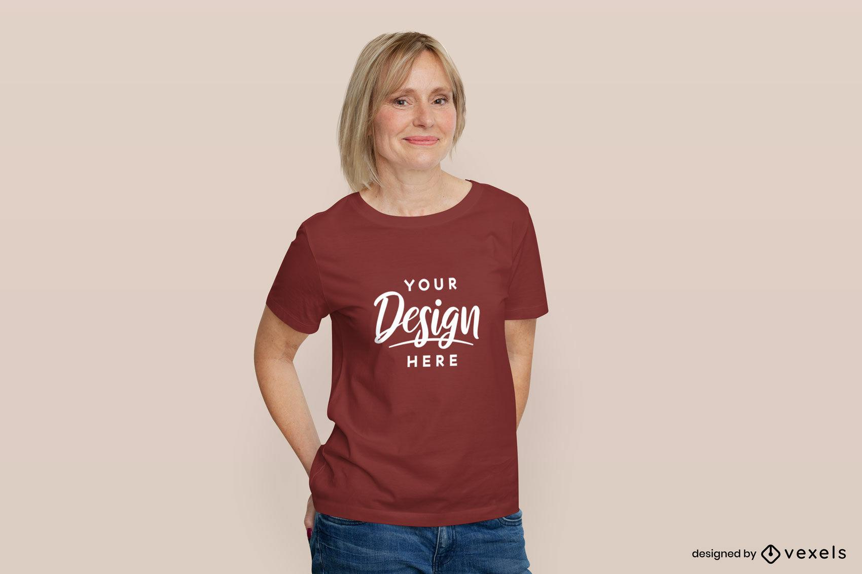 Frau im flachen Hintergrund des roten T-Shirt-Modells