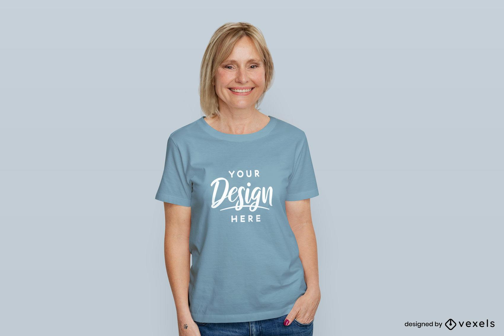 Frau hellblaues T-Shirt Mockup flacher Hintergrund