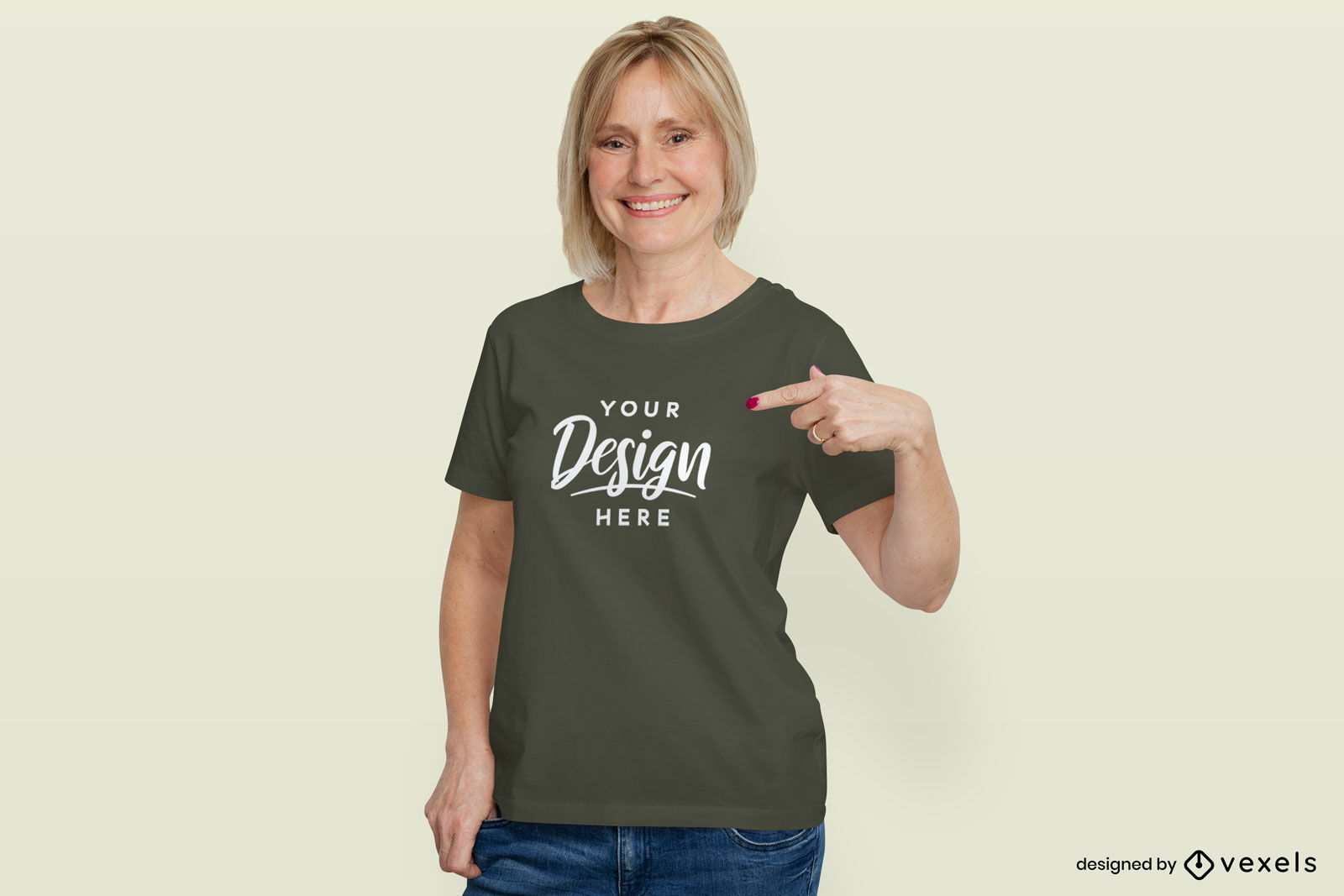 Mujer en maqueta de fondo plano de camiseta verde oscuro
