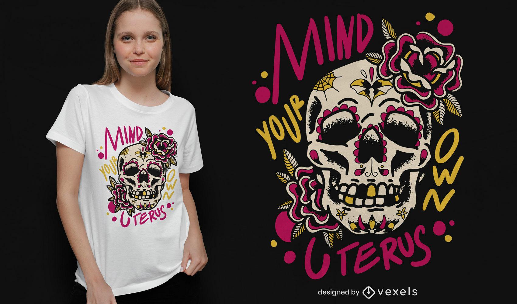 Diseño de camiseta de calavera floral con cita de útero