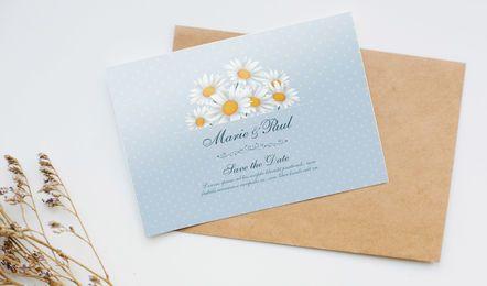 Cartão de convite com emblema floral