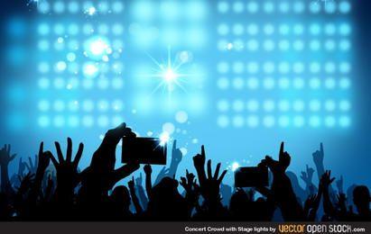 Multidão de concerto com luzes do palco