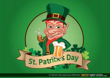 El día de St Patrick Leprechaun con la cerveza