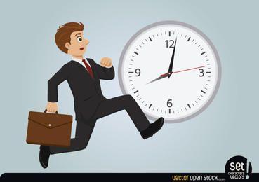 Empresário atrasado correndo