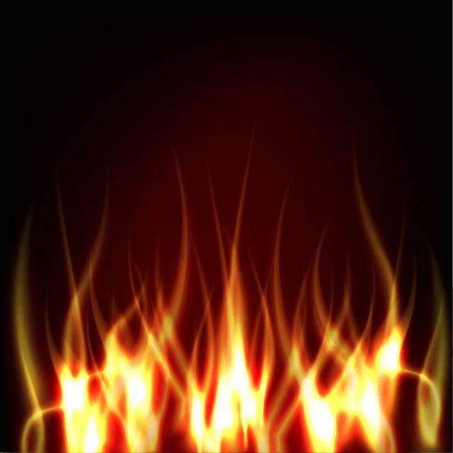 Fuego realista sobre fondo oscuro