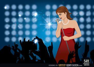 Menina cantando em um concerto
