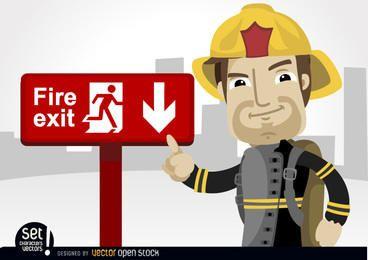 Feuerwehrmann zeigt Notausgang Zeichen