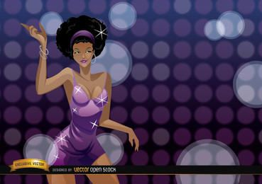 Chica africana atractiva baila en una fiesta