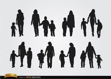 Madres caminando con hijos siluetas.