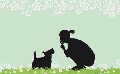 Menina com cão campo gramíneo